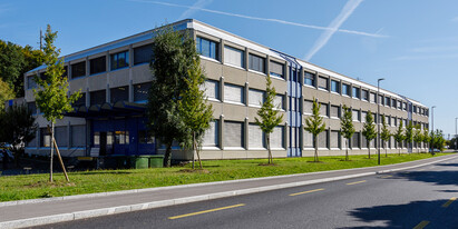 This well-lit office space of 225 m² is situated on the second floor of a building close to the centre of Ecublens, just 5 km from Lausanne city centre.