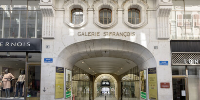 In the center of Lausanne in the «Galerie St-François» we rent 164 m² of commercial space with large shop windows.
