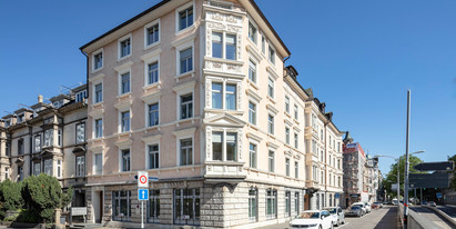 We are renting 200 m² of fitted office space on the third floor of this impressive building in Zurich's lively District 2.
