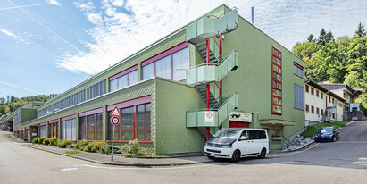 We rent two newly built offices with an area of each 37 m² and 50.5 m² – directly at the Urdorf-Süd motorway exit.